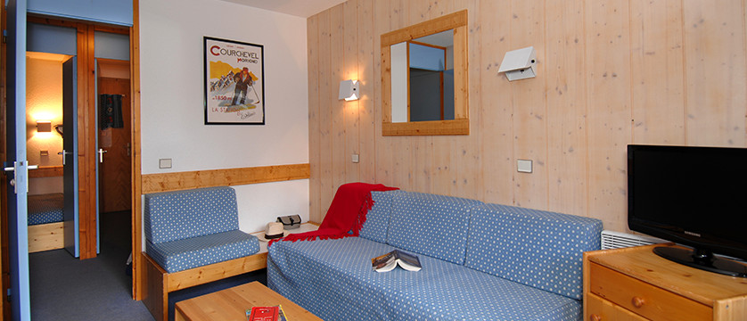 france_three-valleys-ski-area_courchevel_les_brigues_apartments_lounge.jpg